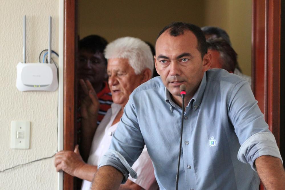 Prefeito de Paracuru é acusado de cometer improbidade administrativa, segundo MP