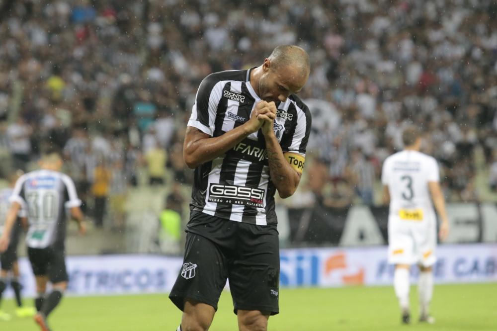 Roger vinha sendo reserva nos últimos jogos pelo Ceará. (Foto: JULIO CAESAR)
