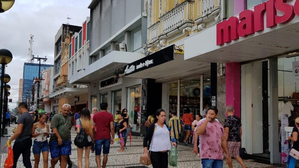 Lojas de rua terão funcionamento facultativo, mas, segundo Sindilojas, maioria deve abrir