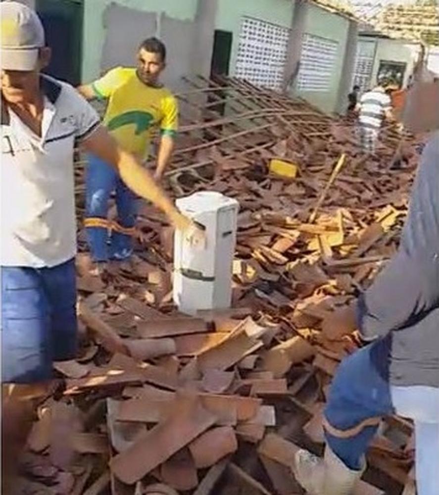 Teto de escola em Banabuiú, no Ceará, desaba e fere 10 pessoas — Foto: Arquivo pessoal