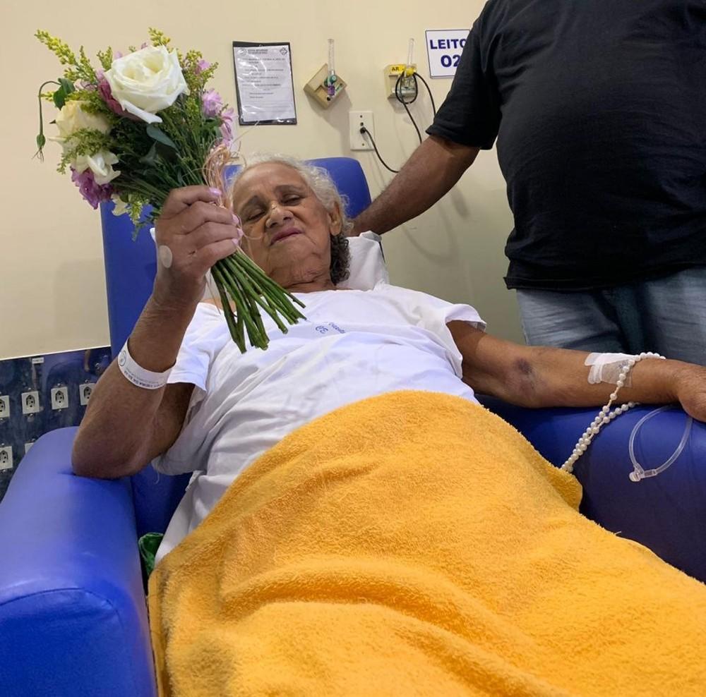Idosa em fase terminal de câncer se casa no hospital após união de 23 anos no Ceará