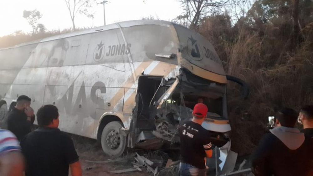 Três pessoas ficaram feridas no acidente(Foto: REPRODUÇÃO/TWITTER)