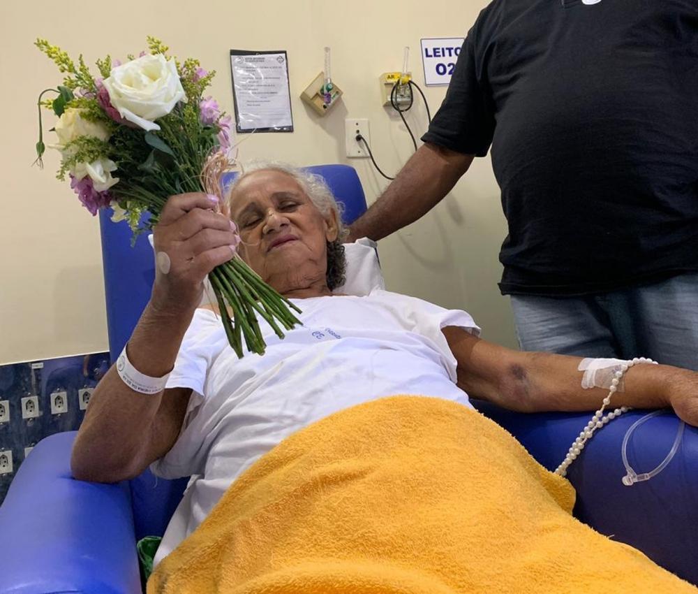 Maria de Lurdes de casou durante uma cerimônia no hospital — Foto: Edson Freitas/SVM