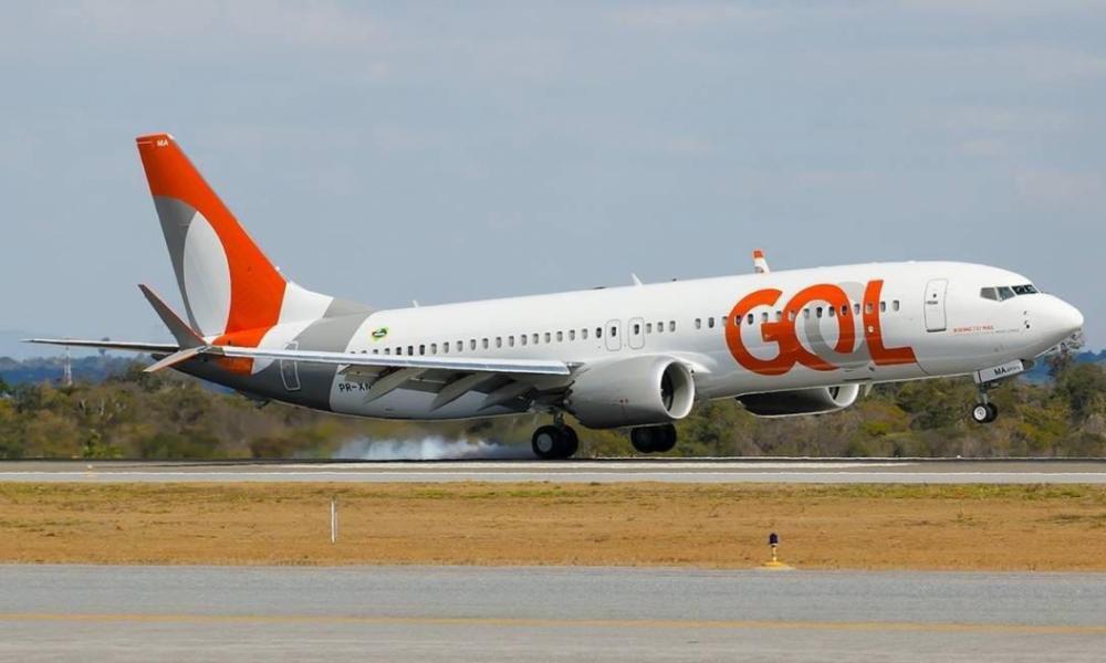 Uma turbina de um dos avião da GOL pegou fogo na manhã desta segunda, 2, causando grande susto nos passageiros (Foto: Leitor via WhatsAapp O POVO)