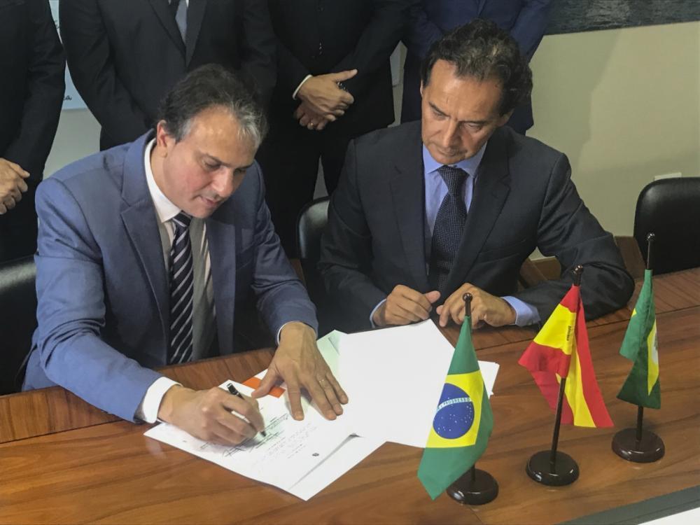 O governador Camilo Santana fechou acordo para a construção de mais duas fábricas no estado. (Foto: Governo do Estado do Ceará / Divulgação)