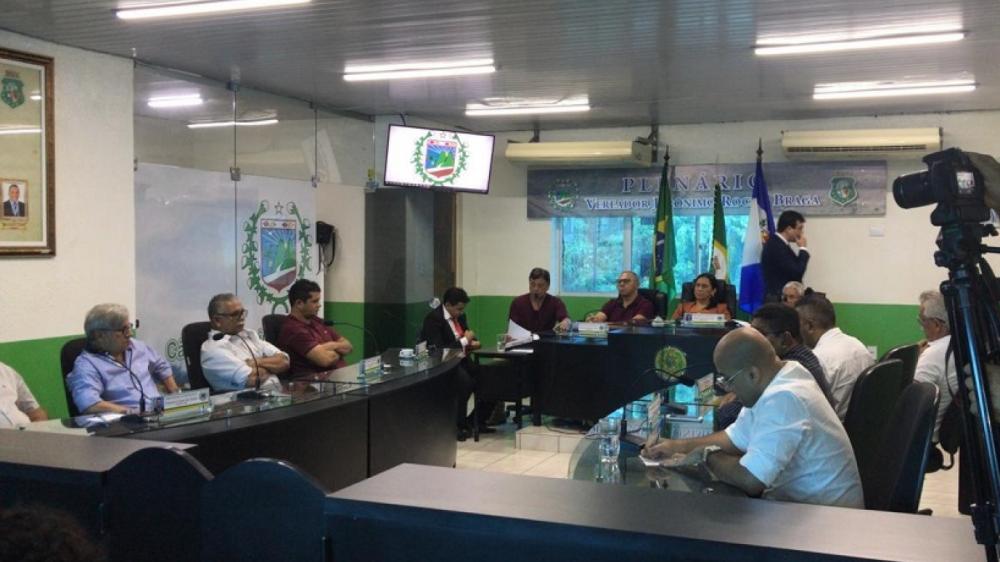 Todos os 12 vereadores de Uruburetama compareceram à sessão