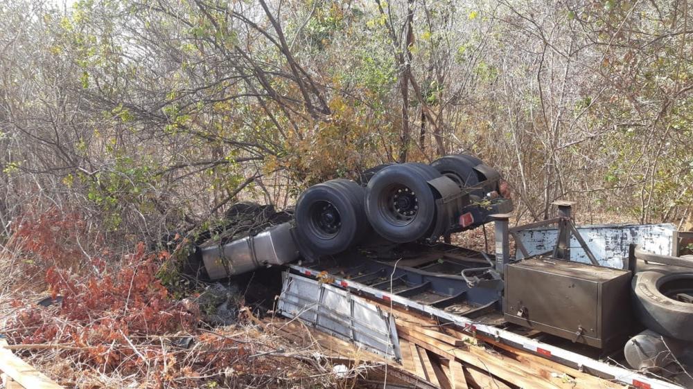 Motorista de caminhão morre após veículo capotar em uma descida de serra no interior do Ceara — Foto: Divulgação/PRF