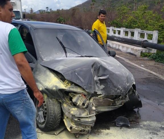 O acidente foi por volta das 11h30min