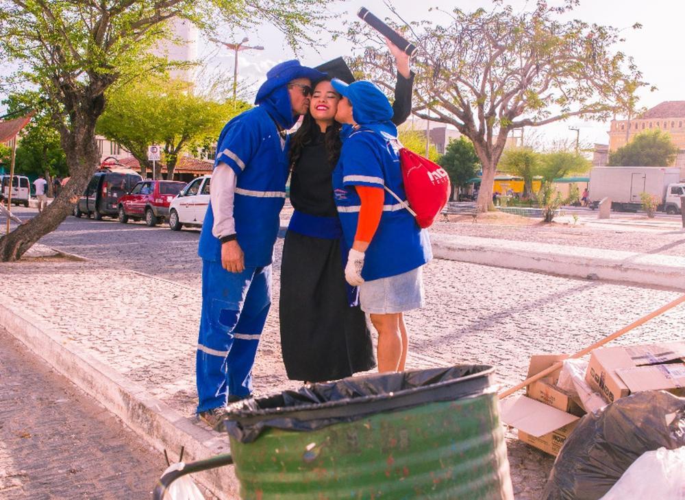 Formanda no ensino médio e técnico em Quixadá escolheu o trabalho dos pais como tema de uma série fotográfica — Foto: Cleyton de Paula