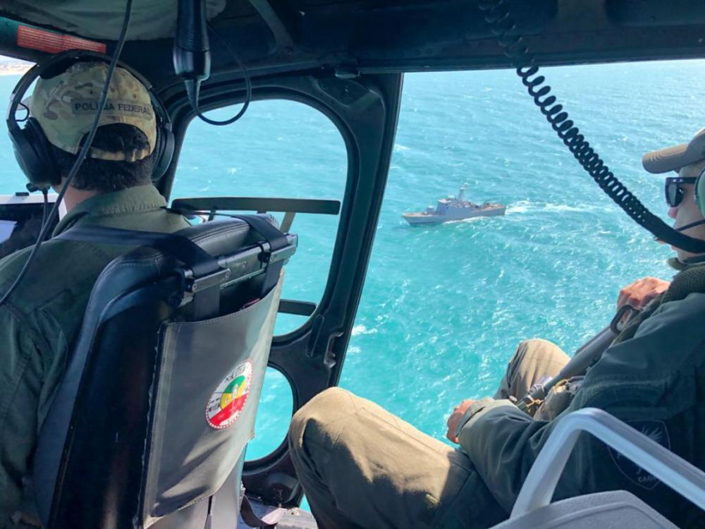 Embarcação com mercadorias estrangeiras clandestinas é apreendida pela PF em Paracuru