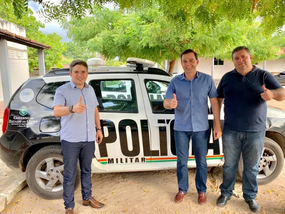 Prefeito Felipe Uchôa (ao centro) acompanhado do sec. de saúde Afrânio Júnior e do ouvidor municipal Hamilton Pinheiro.