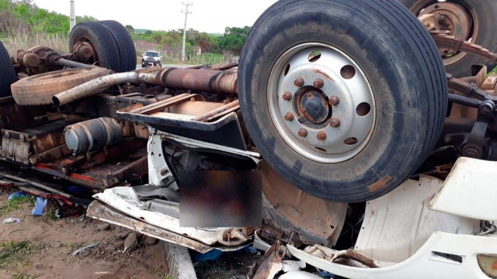 A via ficou bloqueada parcialmente após o acidente no Ceará. — Foto: Divulgação