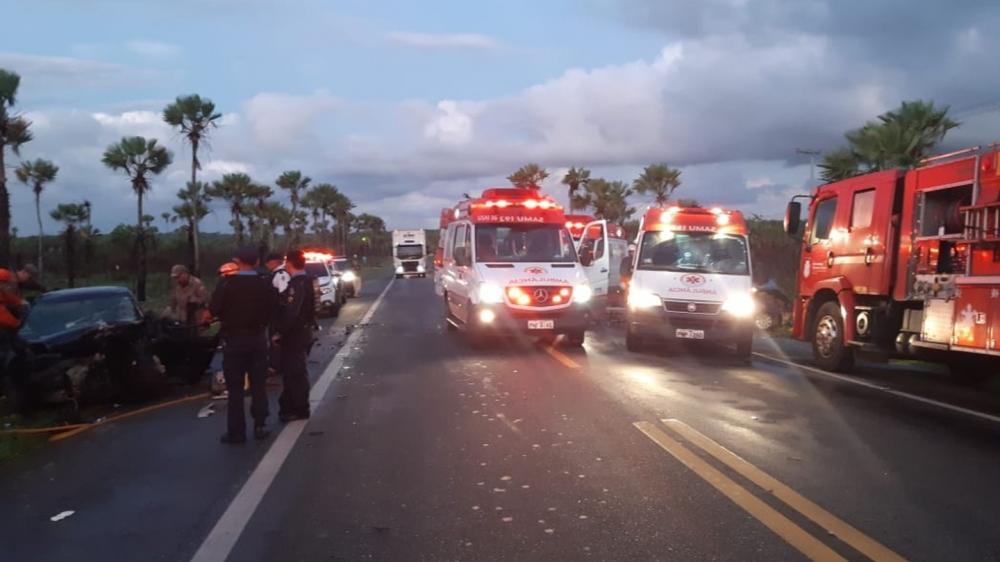 Acidente na BR-222 deixou três pessoas mortas. A colisão foi provocada por uma das vítimas, que estava sendo perseguida pela polícia após sequestrar a ex-mulher e ferir a sogra.