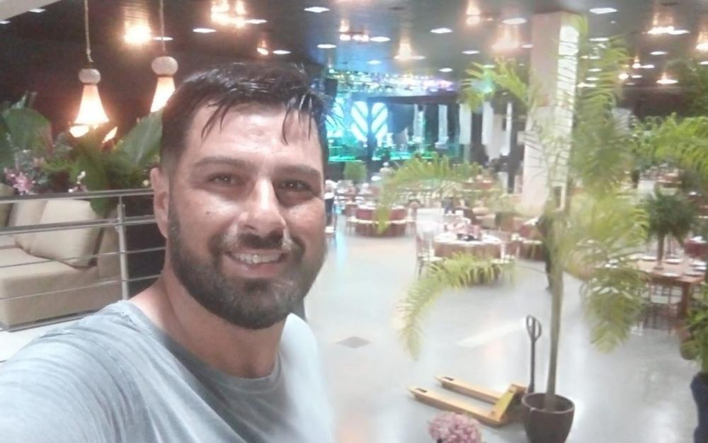 Autônomo de 35 anos morre após levar choque enquanto trabalhava na montagem de festa de formatura em Goiânia, Goiás — Foto: Reprodução