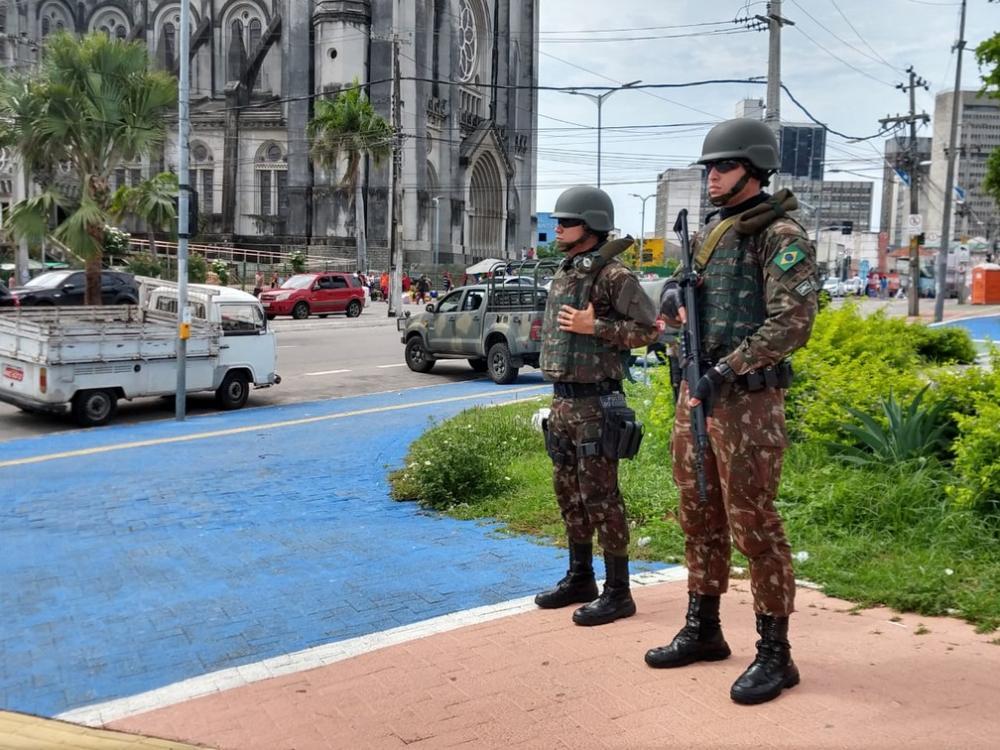 Soldados do Exército durante o patrulhamento no Centro de Fortaleza.