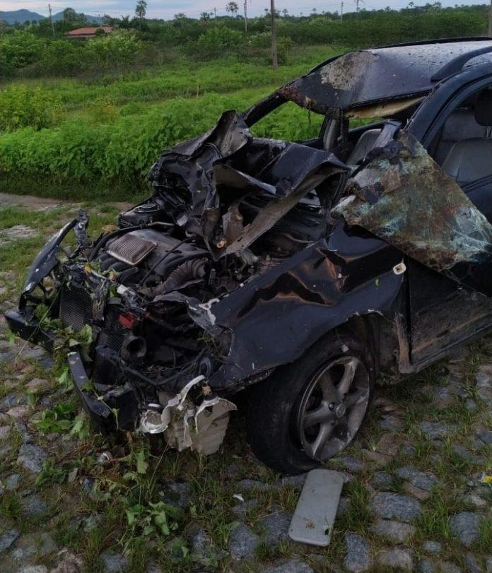 Ocupantes de carro ficam feridos após colisão com animais na BR-402 em Itapipoca