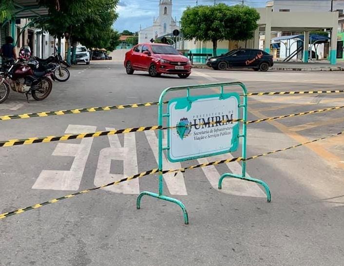 Recentemente os principais acessos ao Centro de Umirim foram interditados.