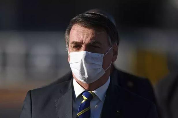 Presdiente Jair Bolsonaro confirma que está com Covid-19