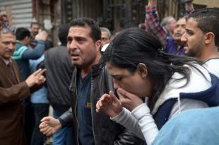 Cidadãos reagem próximo a igreja de Alexandria, após o ataque ( Foto: AFP )